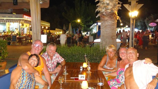 Karbel Beach Hotel: Garden bar on main strip