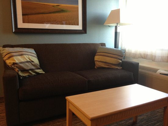 Candlewood Suites Fargo: Couch