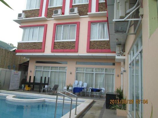 Arabelle Suites: pool area