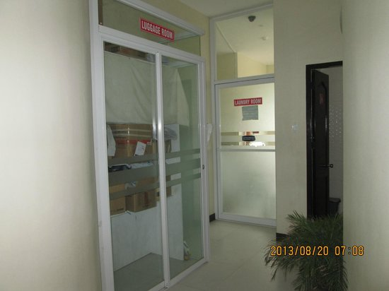 Arabelle Suites: baggage room and laundry room