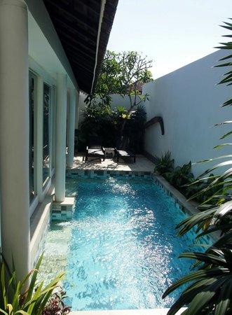 Astana Batubelig Villas : Pool outside the room