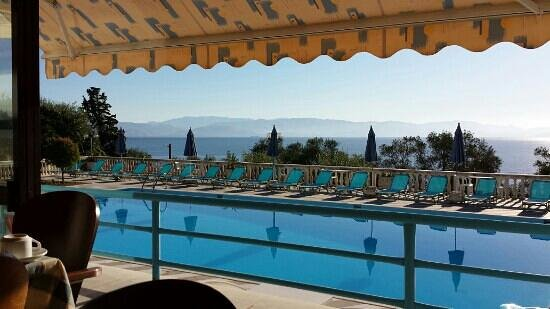 Brentanos Apartments -A View of Paradise: terrasse piscine