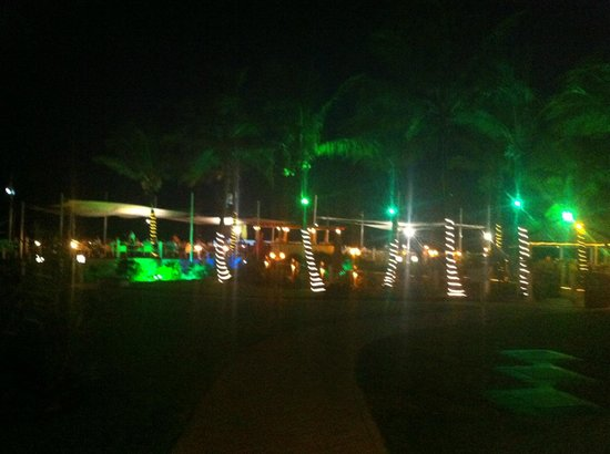 Alexandra Resort: mango reef night time