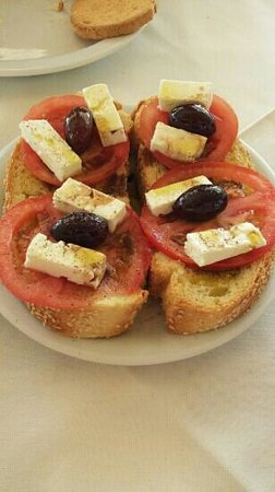 Brentanos Apartments -A View of Paradise: brushetta for breakfast