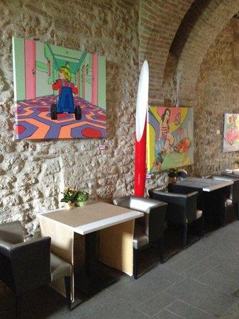 Castello di Montignano Relais & Spa : Alcune opere esposte nelle aree destinate alla colazione/cena