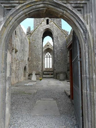 Quin Abbey: Entrance