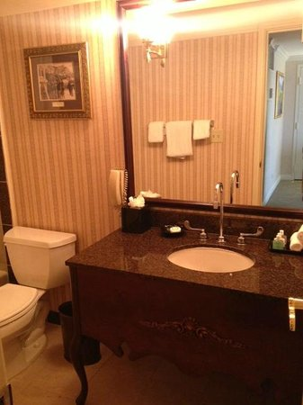Warwick Denver Hotel: Nice amenities