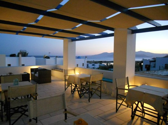 Semeli Hotel Apartments: Terrace