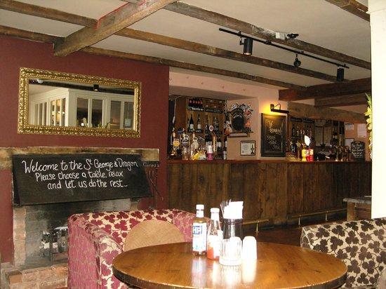Innkeeper's Lodge Exeter, Clyst St George: Bar und Frühstücksraum
