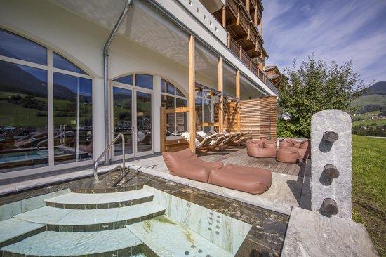 Excelsior Dolomites Life Resort: Idromassaggio esterno