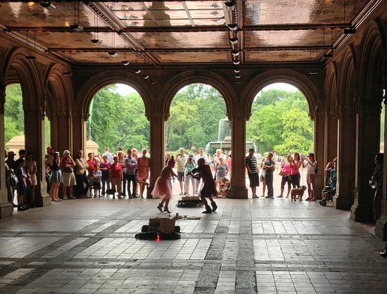 Real New York Tours: Thoth and Lila'Angelique performing @ Central Park