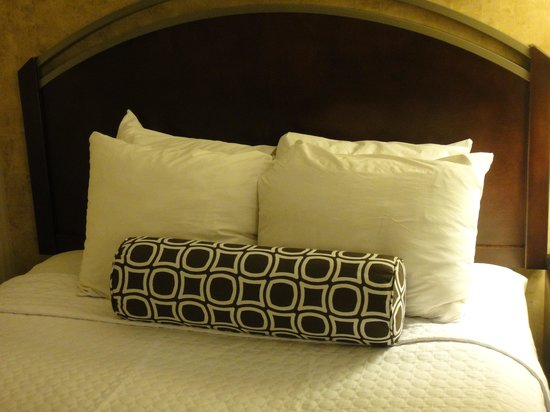 Crowne Plaza Austin: The bed