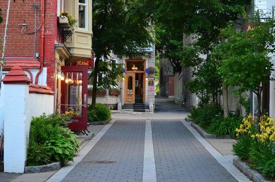 Au Petit Hotel : Rua escondida do Hotel