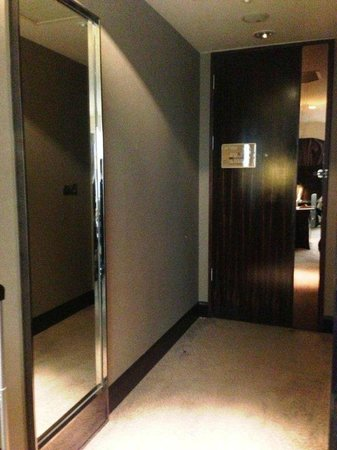 Fullon Hotel Taipei, Central: Entrance to the room