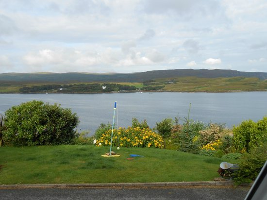 Ashaig Bed and Breakfast: a sunny view of Loch Greshornish