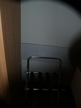 Leonardo Hotel Volklingen-Saarbrucken: Luggage rack