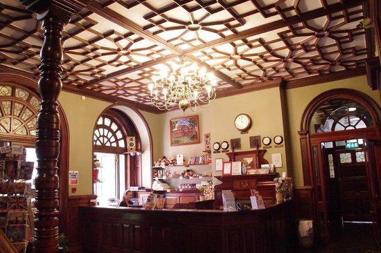 Palmers Lodge - Swiss Cottage: Eingangshalle