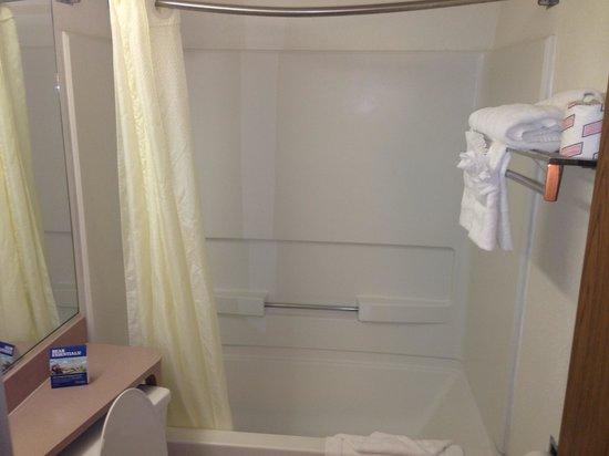 Travelodge Lakeland: Shower