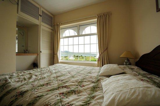 Sea Breeze Bed and Breakfast: La luminosa e accogliente nostra camera da letto
