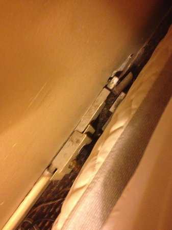 Days Inn Manassas/I-66: Another view of the electrical socket behind the bed