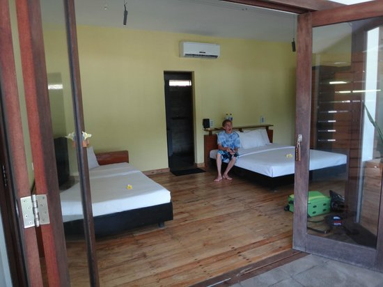JavaCove Beach Hotel: Our upgraded room