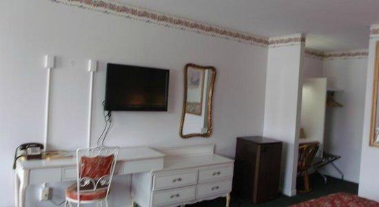 Inn Towne Motel: Room