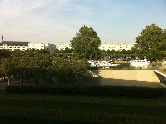 Novotel Nantes Centre Gare: View of the Felix Canal from the room