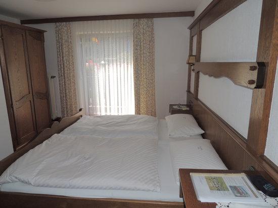 Gasthaus Moselblick: Slaapkamer met terras en uitzicht op de Moezel...