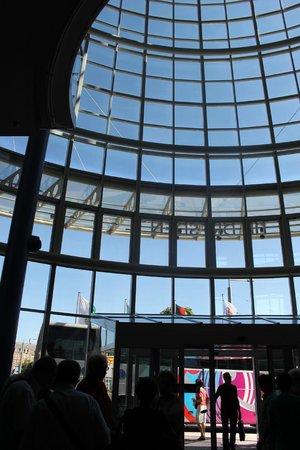 NH Dresden Neustadt : vetrata della hall vista dall'interno
