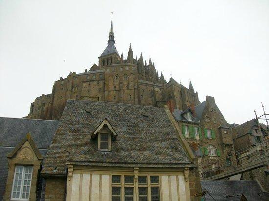 Tour Gabriel: Vista desde la base de Mont Saint Michel