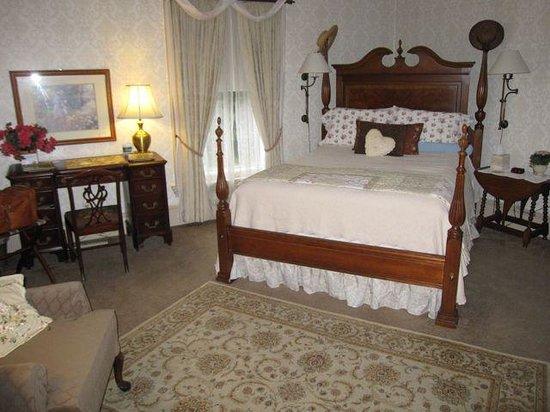 1868 Crosby House: Bedroom