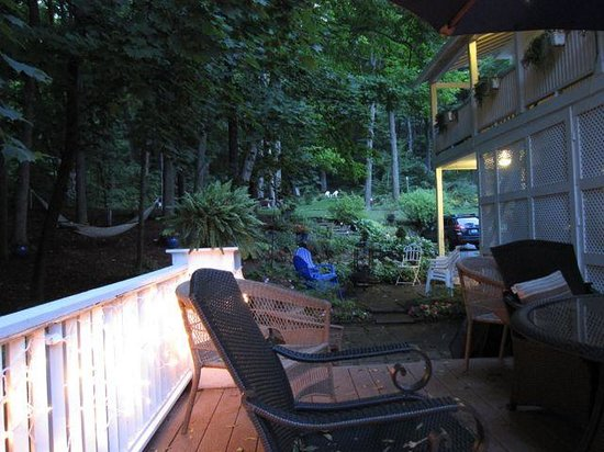 1868 Crosby House: Side deck for relaxing