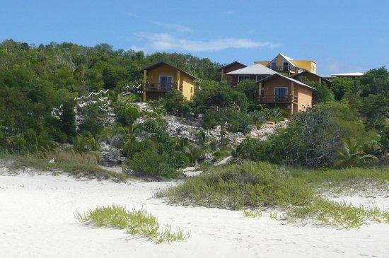 Shannas Cove Resort : Beach view of bungalows.