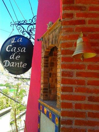 Casa de Dante Hostel: Main Door