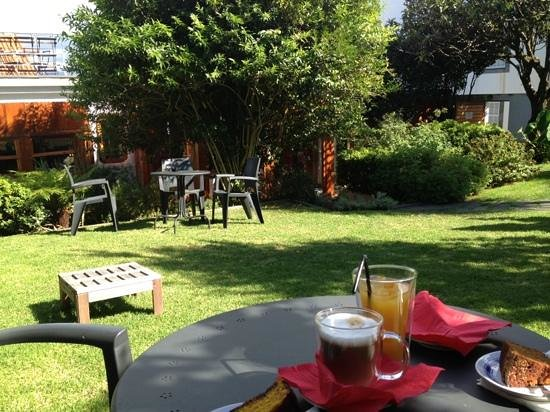 Casa Teahouse & Bar: schöner Garten