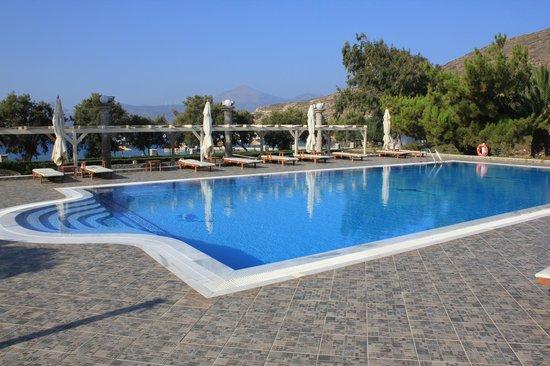 Lagada Beach Hotel: La piscine