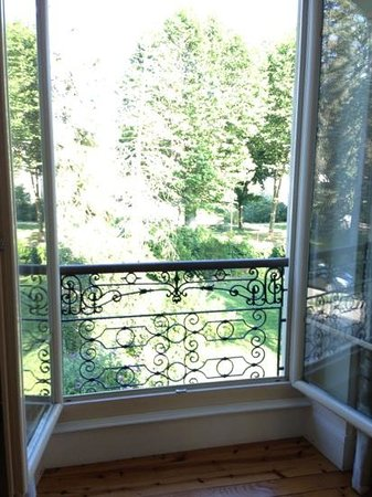 Manoir de l'Esplanade : view from one of the French doors