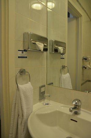 Best Western Burns Hotel Kensington: Bathroom