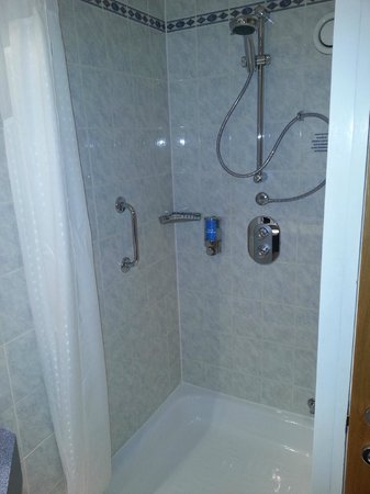 Holiday Inn Express Manchester - Salford Quays: Shower