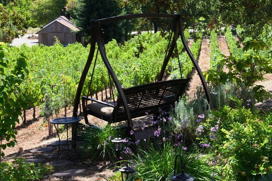 Wine Country Inn & Cottages: swing