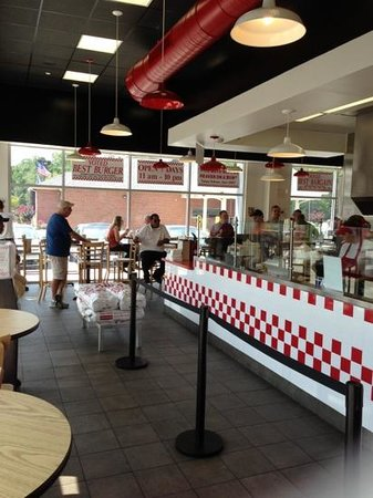 Five Guys: interior