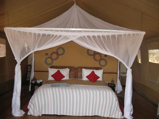Sanctuary Kusini, Serengeti : Queen-King bed made of two twins
