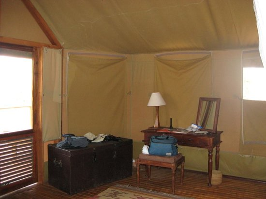 Sanctuary Kusini, Serengeti : Desk corner of Tent 10