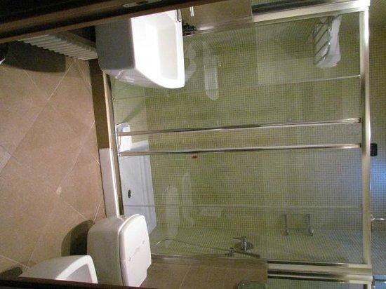 Hotel For You: salle de bain