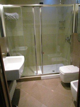 Hotel For You : salle de bain
