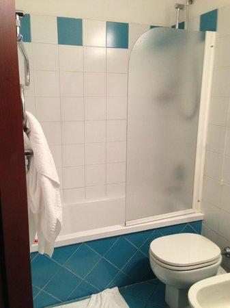 Hotel de la Pace: Shower