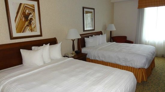 Stonewall Jackson Hotel and Conference Center : chambre