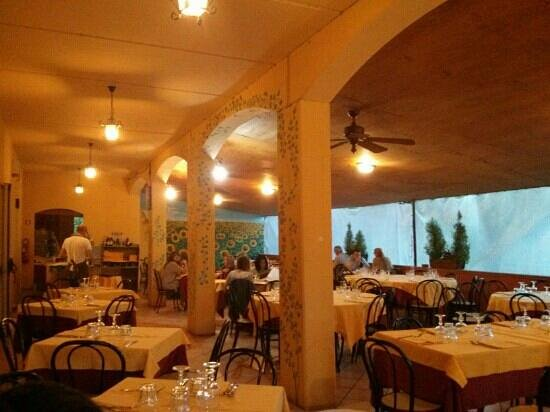 Carosello : Tavoli nrlla veranda