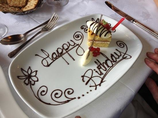 Lake View Restaurant: Birthday dessert