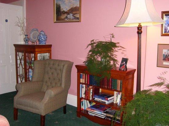 Craigroyston House and Lodge: Aufenthaltsraum gemütlich gestaltet